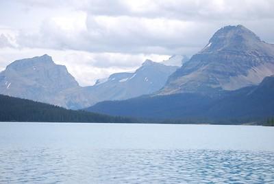 Bow_Lake_and_Bow_Glacier_Falls