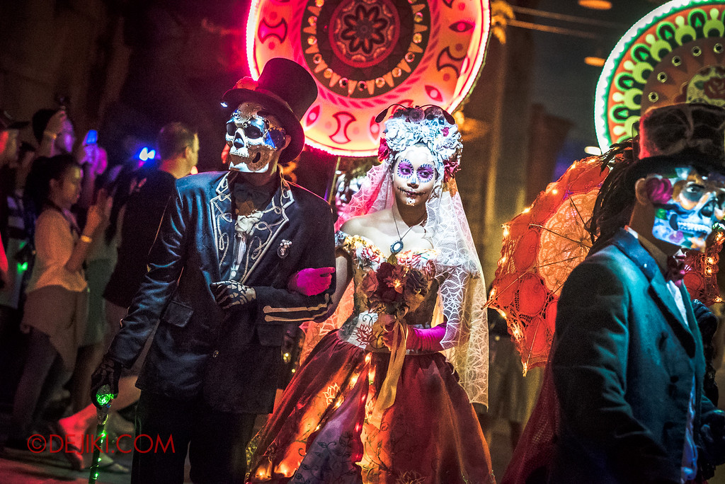Halloween Horror Nights 6 - March of the Dead / Death March - Dapper couple white veil