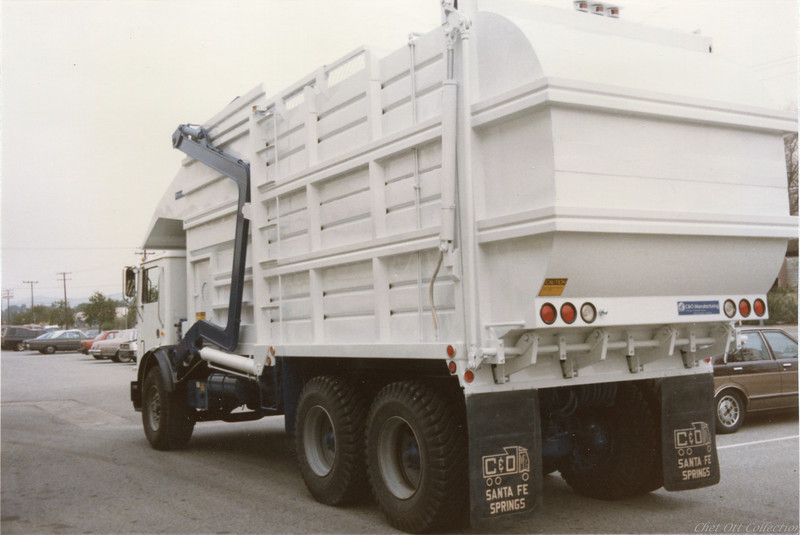 """1985 Mack MR """"Mid Weight"""" Partial Pack Front Loader"""