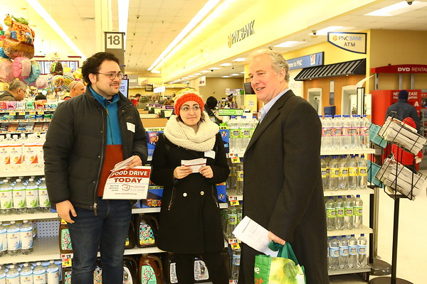 20190119 Van Hollen Visits Manna Food Collection at Wheaton Giant