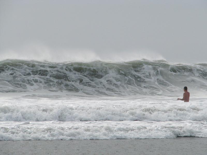 Gloomy wave 02022010.jpg