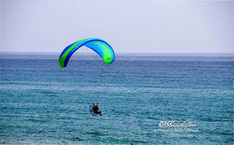 2012-07_Beach_Paragliders_042.jpg