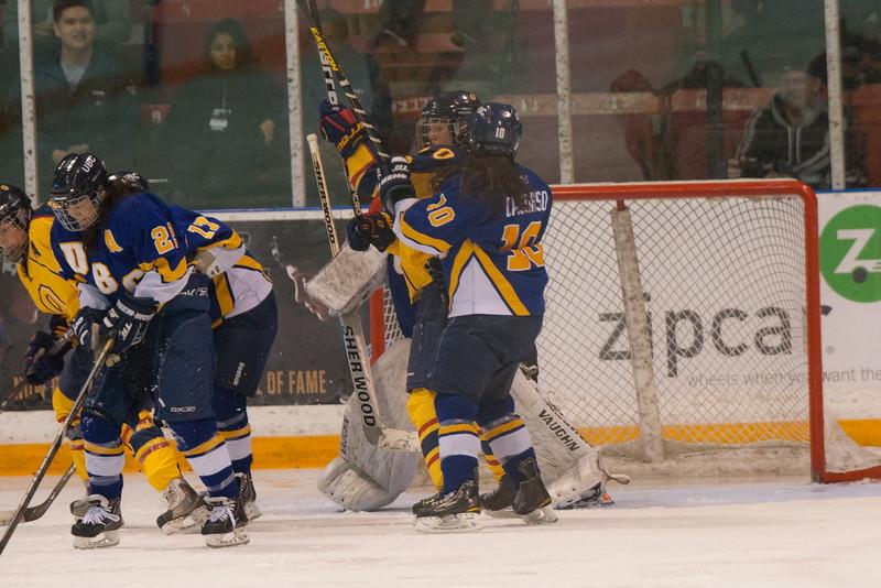 20130310 QWHockeyvsUBC 560.jpg