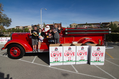 20141207 Dos Lagos - CFD Toy Drive