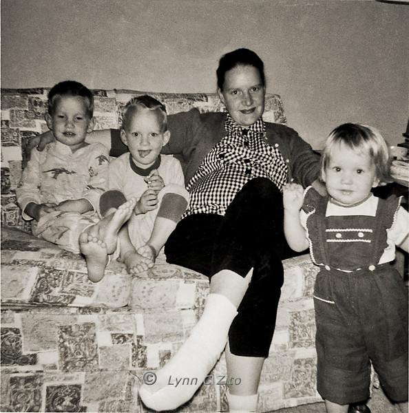 CRAIG,MARK,MOM & LYNN DECEMBER 1958