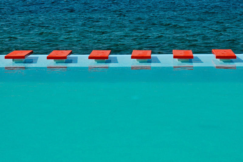 Cuba 5184  pool and ocean red squares.jpg