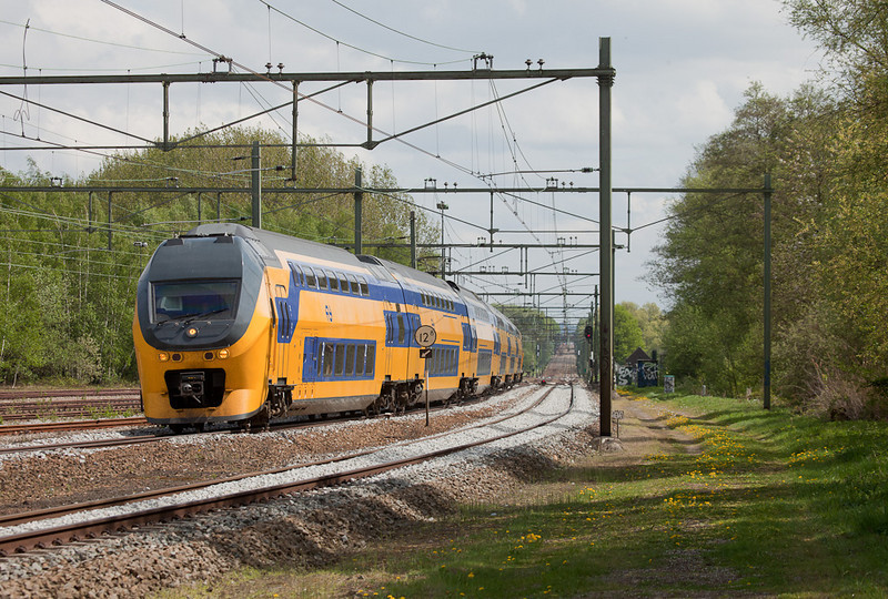 A northbound IRM has started to swing around the sweeping curve through Nuth station on its journey towards Eindhoven. The tracks at the left are part of the old freight yard which was torn out in 2013.