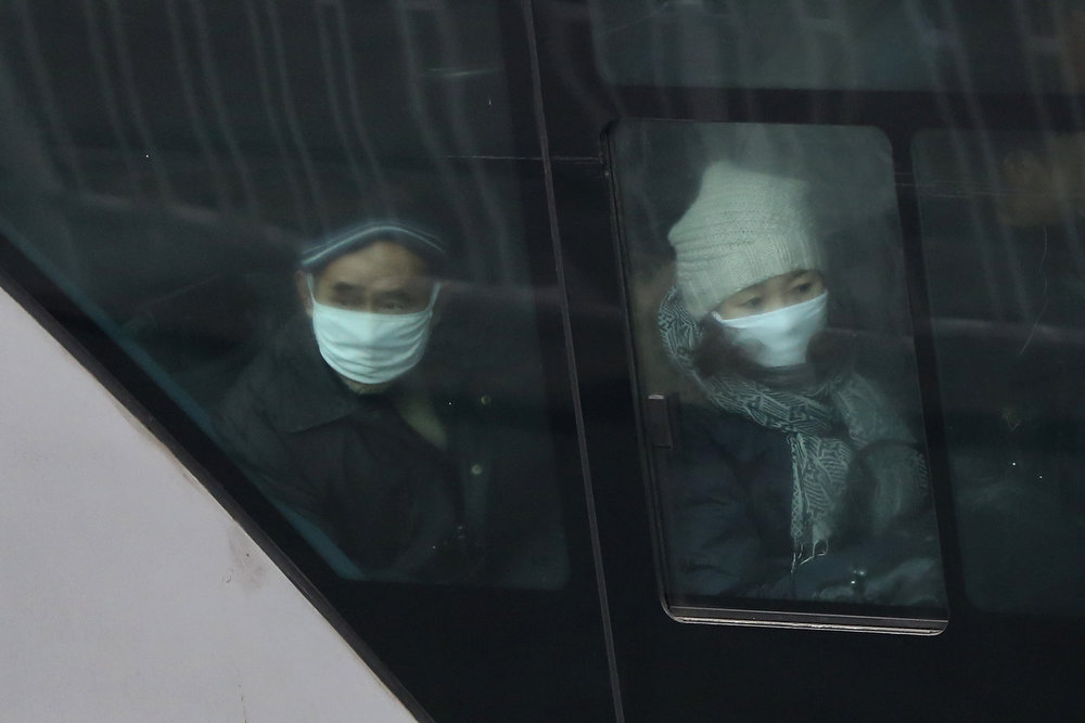 . Beijing residents wearing masks take a bus during severe pollution on January 30, 2013 in Beijing, China. The fourth round of heavy smog to hit Beijing in one month has sent more people to the hospital with respiratory illnesses and prompted calls for legislation to curb pollution. The haze choking many Chinese cities covers a total area of 1.3 million square kilometers, the China\'s Ministry of Environmental Protection said Tuesday.  (Photo by Feng Li/Getty Images)