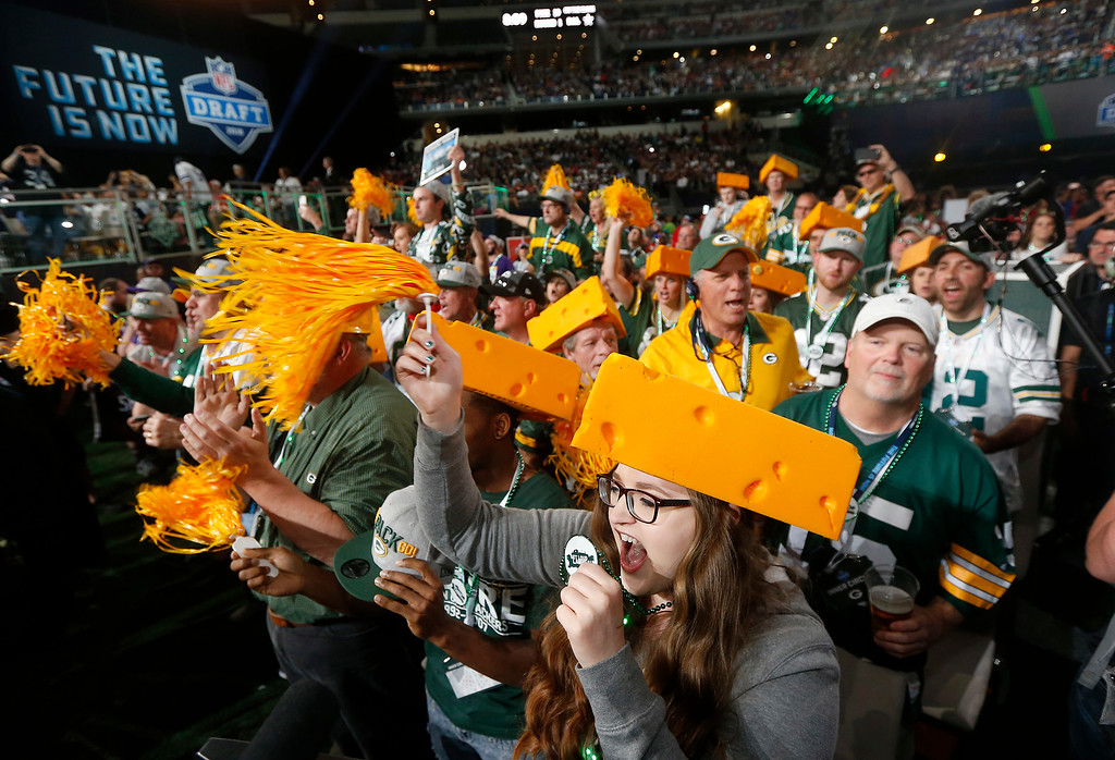 . Green Bay Packers fans cheer during the first round of the NFL football draft, Thursday, April 26, 2018, in Arlington, Texas. (AP Photo/Michael Ainsworth)