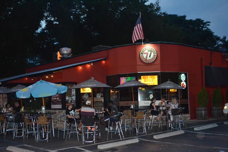 039-burger-tavern-77_14588476481_o.jpg