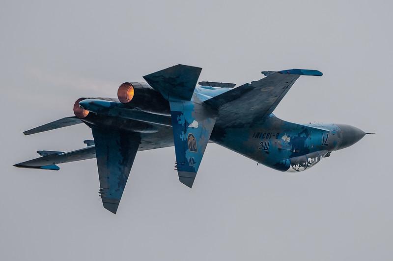 RADOM-UkraineAF-Su27UB-Inverted-kedark_D504108.jpg