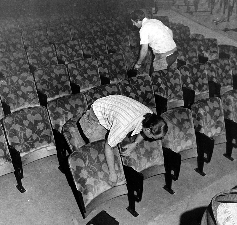 . Dan Nethercott, left, and Chuck Snodgrass install seats on the main floor of the Paramount Theatre in Oakland in July 1973. The custom-made chairs and carpeting were made to duplicate the 1931 originals. (Leo Cohen/Bay Area News Group Staff Archives)