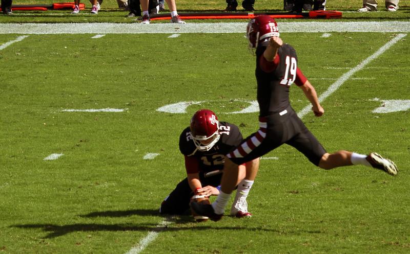 McManus kicks a Temple field goal