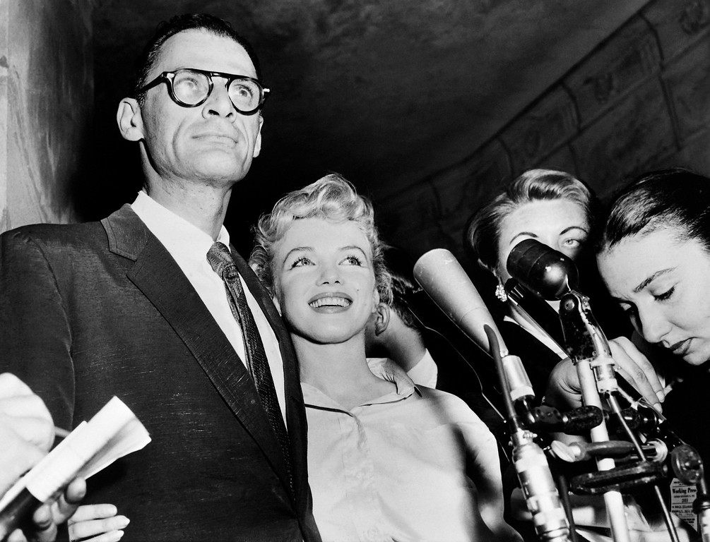 . A undated picture shows US actress Marilyn Monroe (C) and her husband US playwright Arthur Miller (L). Monroe\'s unpublished writings will be published in France and in around ten countries next October, according to French publishing house Le Seuil on August 5, 2010.  (AFP/Getty Images)