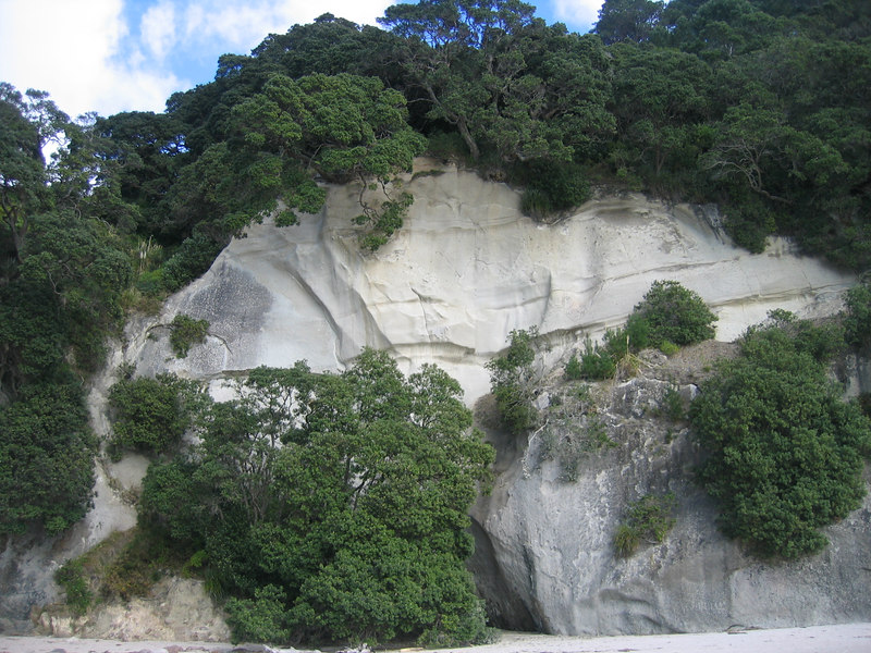cathedral_cove_cliffs_1.jpg