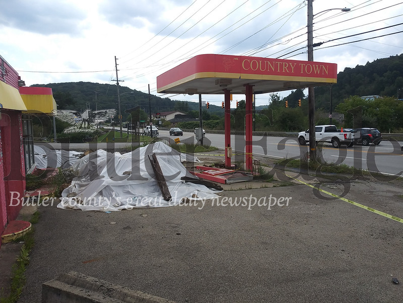 abandoned gas station on route 8 south of the city. Photos are by me.