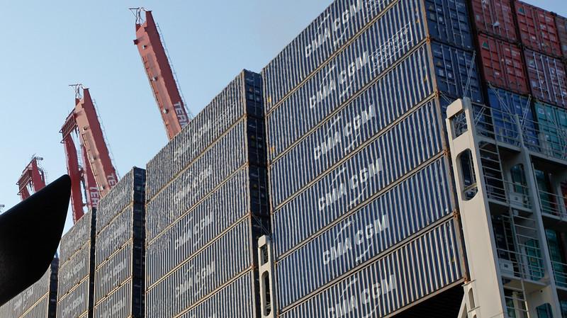 Container Auf Containerschiff mit Containerbrücken