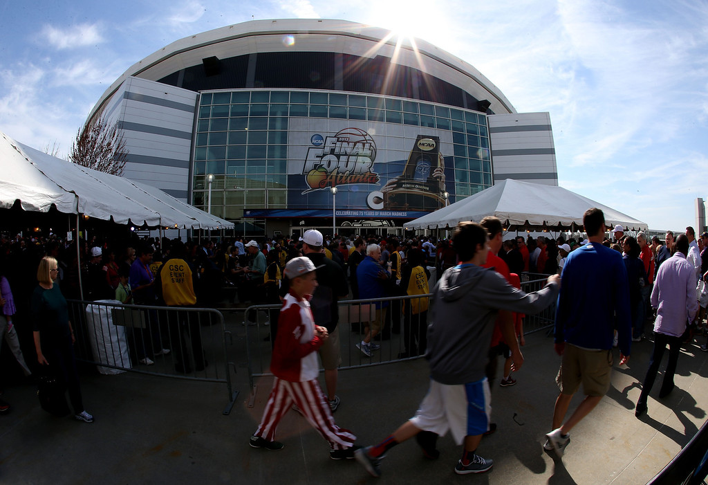 . ATLANTA, GA - APRIL 06:  Fans gather outside of the Georgia Dome before the 2013 NCAA Men\'s Final Four Semifinal between the Louisville Cardinals and the Wichita State Shockers on April 6, 2013 in Atlanta, Georgia.  (Photo by Streeter Lecka/Getty Images)