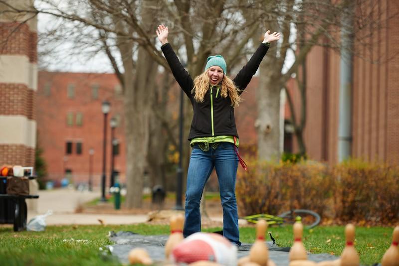 -UWL UW-L UW-La Crosse University of Wisconsin-La Crosse; Candid; cloudy; Community Service; day; Fall; November; Student students; Volunteering; Wittich; Woman women