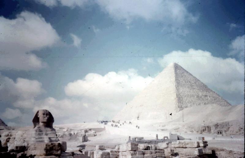 1958-12 (8) Sphinx & Pryamid @ Cairo.JPG