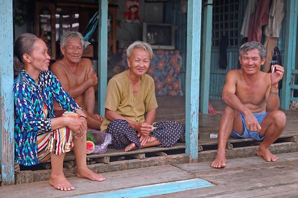 Les hommes et femmes du village de l'ile du Tigre