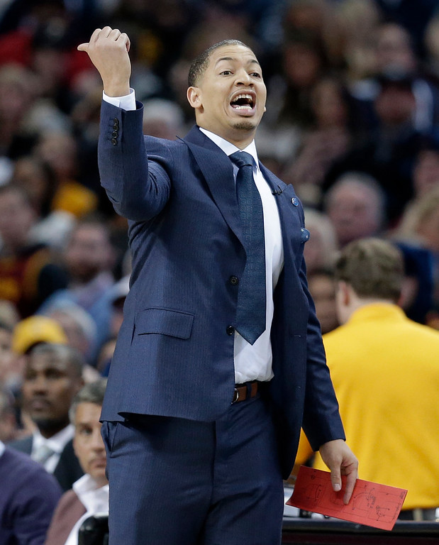 . Cleveland Cavaliers coach Tyronn Lue yells to players during the first half of the team\'s NBA basketball game against the Chicago Bulls, Saturday, Jan. 23, 2016, in Cleveland.  The Bulls won 96-83. (AP Photo/Tony Dejak)