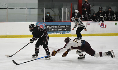 North Haven Hockey Squad Beats Sheehan in SCC-SWC Semis