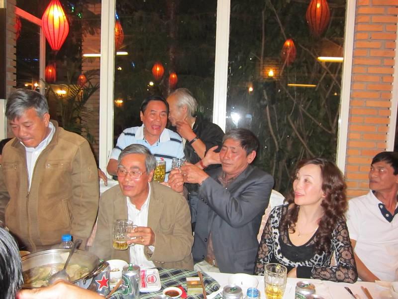 Đặng Mậu Phước, Trần Bá,Nguyễn Chấn Thành, Nguyễn Thị Thoa, Nguyễn Văn Lang- sau: Nguyễn Kim Long,Trương Mùa