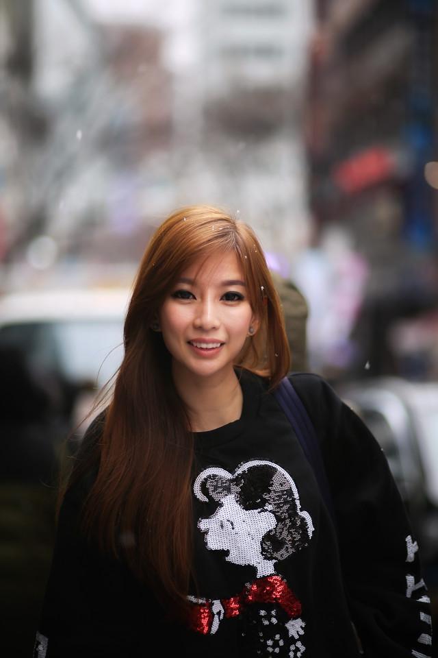 renzze girl in sweatshirt in snow seoul