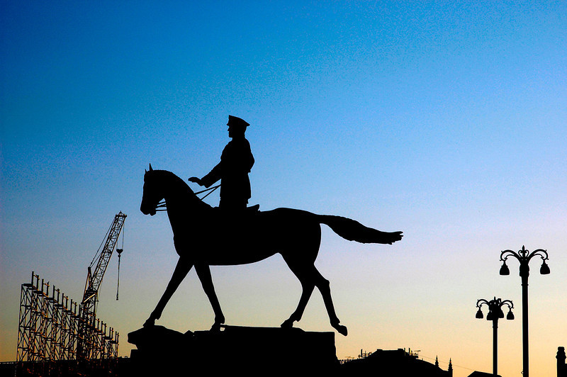 040819 0156 Moscow - Early Morning Lenin Siloett _H _J ~E ~L.jpg