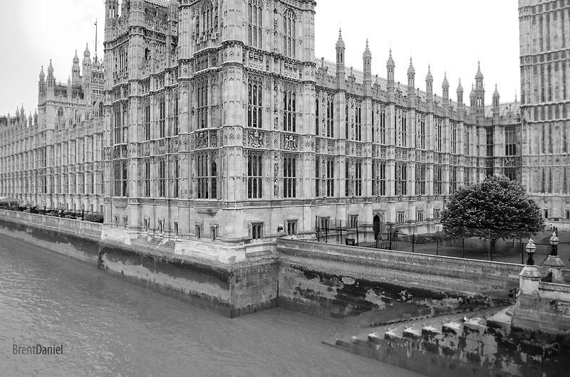 London-ParlimentAndRiver.jpg