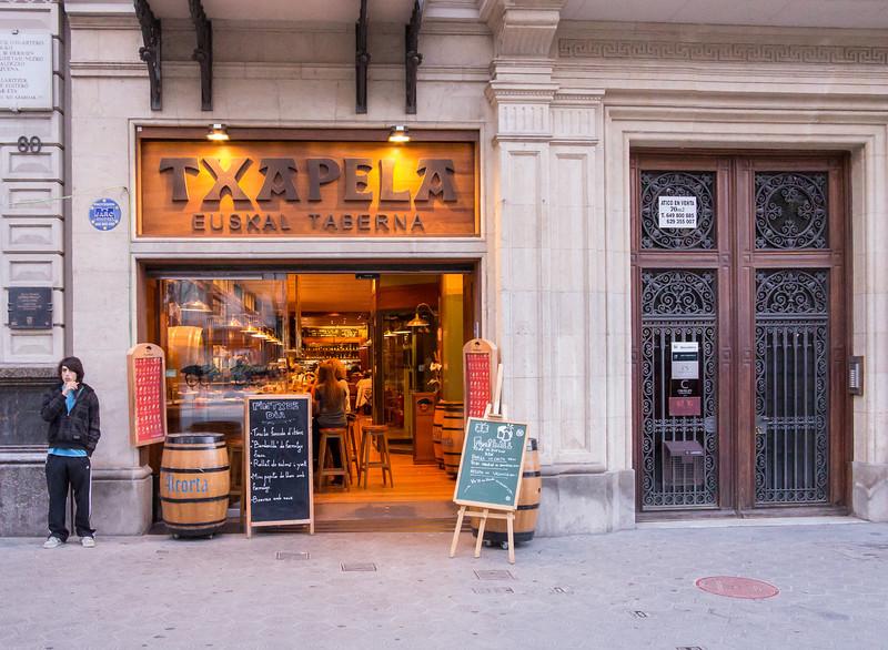Barcelona, Passeig de Garcia, Tapas Bar, TXAPELA.