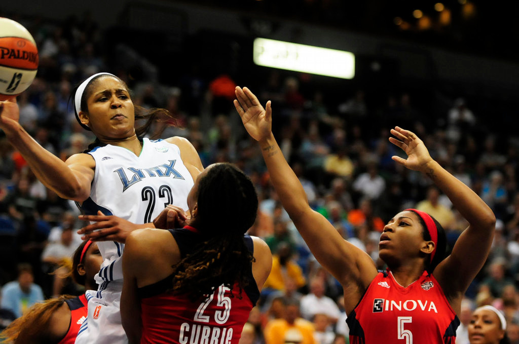 . Minnesota\'s  Maya Moore looks for a teammate to pass to in the second half.  Defending for Washington are Monique Currie and Nadirah McKenith, right.  (Pioneer Press: Scott Takushi)