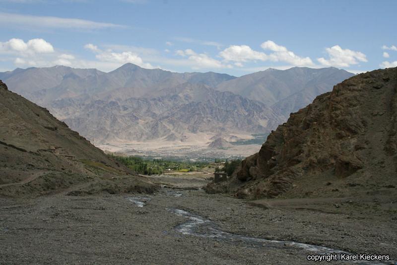 L.02.Spituk-Stok trek_031.zicht op Stok en Indusvallei_.jpg