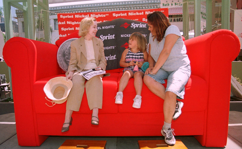 . Renowned psychologist Dr. Joyce Brothers, left, sits on an over-sized couch as she  listens to a question from Kasia Dzeskewicz, 5, as her mother Mary Dzeskewicz looks on in downtown San Diego Thursday, Aug. 26, 1999.  (Photo/Denis Poroy)