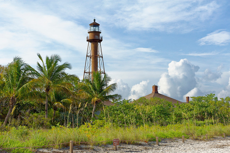 Sanibel Light With Keeps House