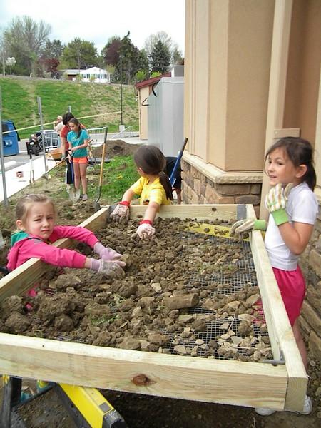 2014-05-10-HOPE-JOY-Gardening_012.JPG