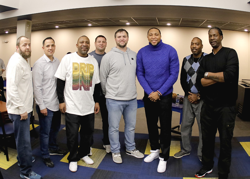 _MG_4405-Shawn Marion with teammates.jpg