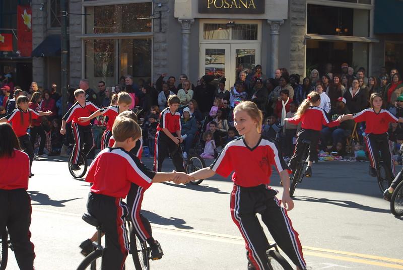 Parade 1046.jpg