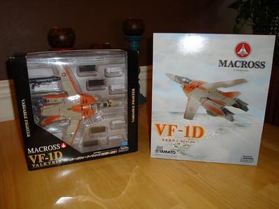 Yamato 1/60 v2 VF-1D vs. Yamato 1/60 v1 VF-1D