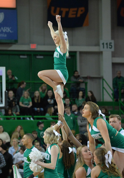 cheerleaders4443.jpg