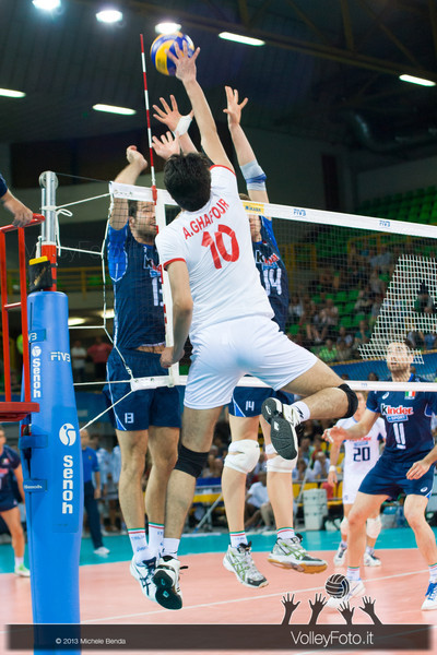 Amir Ghafour [IRI] attack against Italian block - Italia-Iran, World League 2013 - Modena