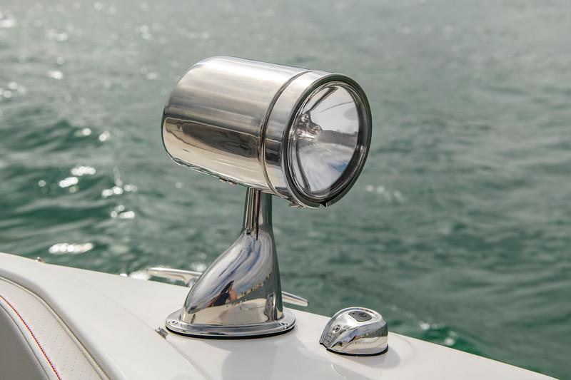 2020-SLX-R-310-outboard-spotlight-01.jpg