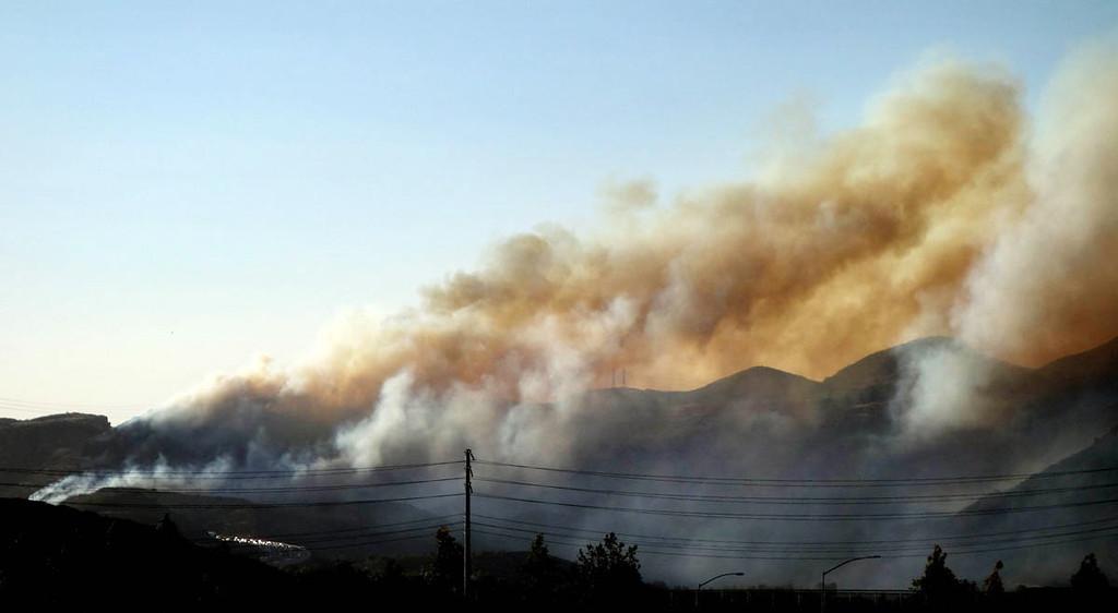 . Smoke billows from a brush fire near Camarillo Spring Road in Camarillo, Calif., Thuesday May 2, 2013.   (AP Photo/The Ventura County Star, Ray Meese)