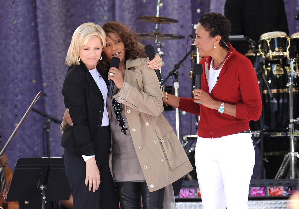 . \'Good Morning America\' co-hosts Diane Sawyer, left, and Robin Roberts chat with singer Whitney Houston, center, during taping of \'Good Morning America\' in Central Park on Tuesday, Sept. 1, 2009 in New York. (AP Photo/Evan Agostini)
