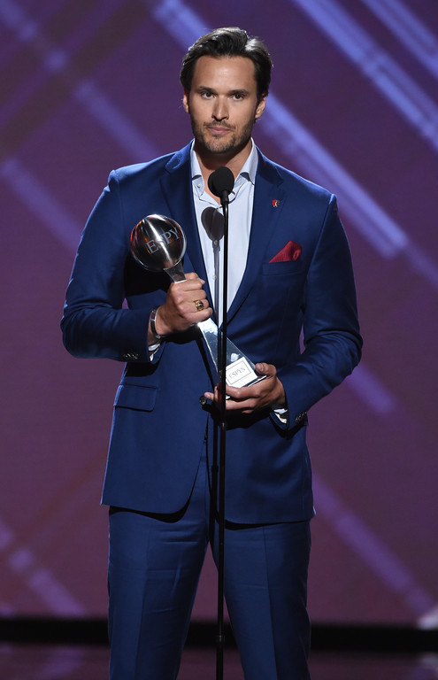 . Former U.S. Marine Sgt. Jake Wood accepts the Pat Tillman award for service at the ESPY Awards at the Microsoft Theater on Wednesday, July 18, 2018, in Los Angeles. (Photo by Phil McCarten/Invision/AP)