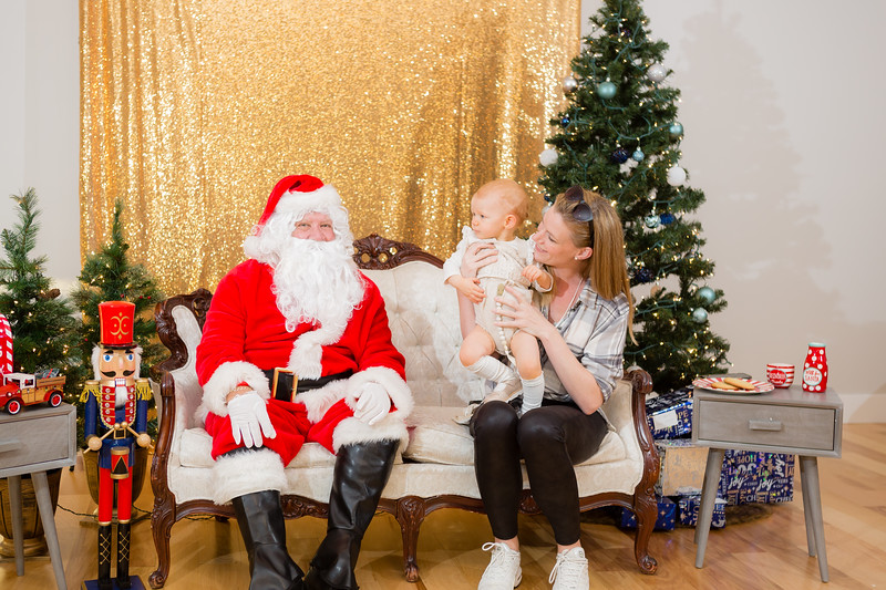 FADS Picture with Santa-211.jpg