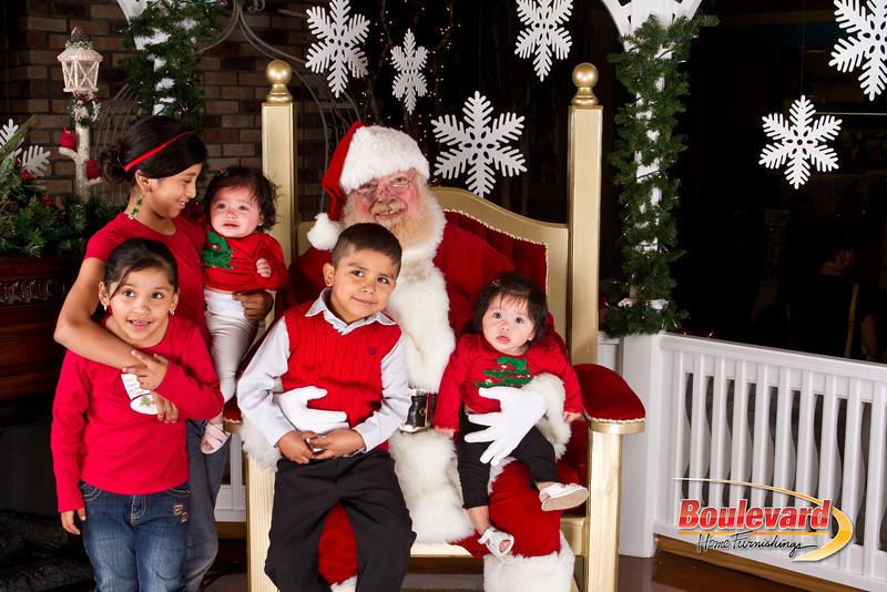 Santa Dec 8-142.jpg