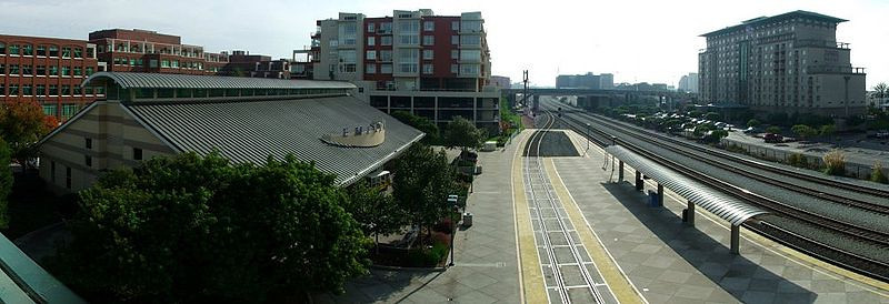 800px-Emeryville_Amtrak_station_November-2005.jpg