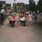 Spielfest auf dem Hof der Koßmannschule 1987